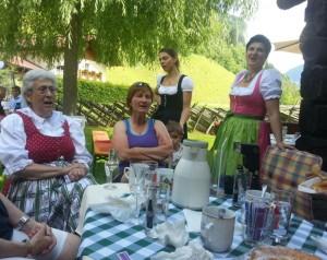 Vier der Hettegger-Frauen beim traditionellen Gesang.