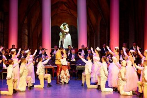 20 Tänzer und Tänzerinnen gehören zur ungarischen Compagnie.
