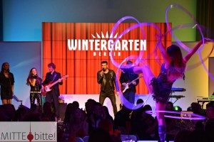 Jay Khan und ein Ausschnitt aus der neuen Wintergarten-Show Relax!