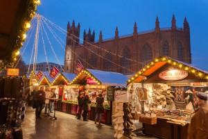 Der nostalgische Weihnachtsmarkt Opernpalais ist in diesem Jahr rund um die St. Hedwigs-Kathedrale. Foto: Wolfgang Scholvien