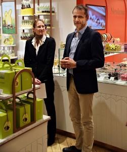 Storeleiterin Nadine Brandt und Vorstandsvorsitzender Guido Herrmann.