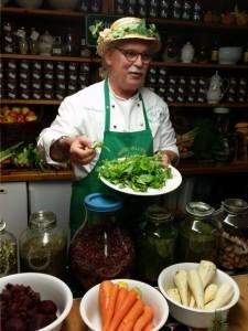 In der Kräutermanufaktur von Peter Franke wird das ganze Jahr über frisches Obst und Gemüse verwertet.