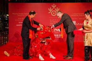Löwen und Drachentänzer beim Chinesischen Neujahrsfest.