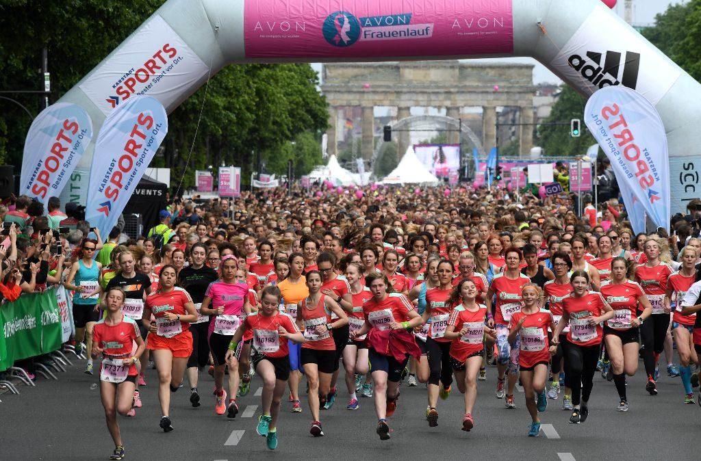 Startfeld des AVON Frauenlauf Berlin 2017