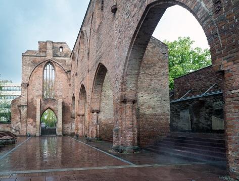 Die Franziskaner-Klosterkirche wurde zwischen dem Ende des 13. und der ersten Hälfte des 14. Jahrhunderts im Osten Berlins an der Stadtmauer erbaut. Foto: Holger Herschel