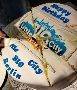 Eine Torte zum Geburtstag.