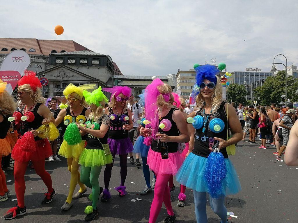 Auf der jährlichen Parade des CSD ziehen Hunderttausende durch die Straßen Berlins.
