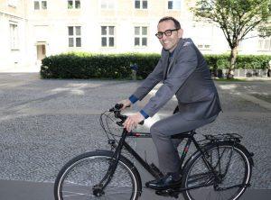Der Politiker von Bündnis 90/Die Grünen nutzt gern das Rad.