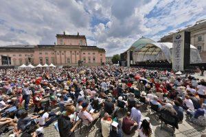 Im Berliner Kultursommer unverzichtbar: Unter freiem Himmel der klassischen Musik lauschen