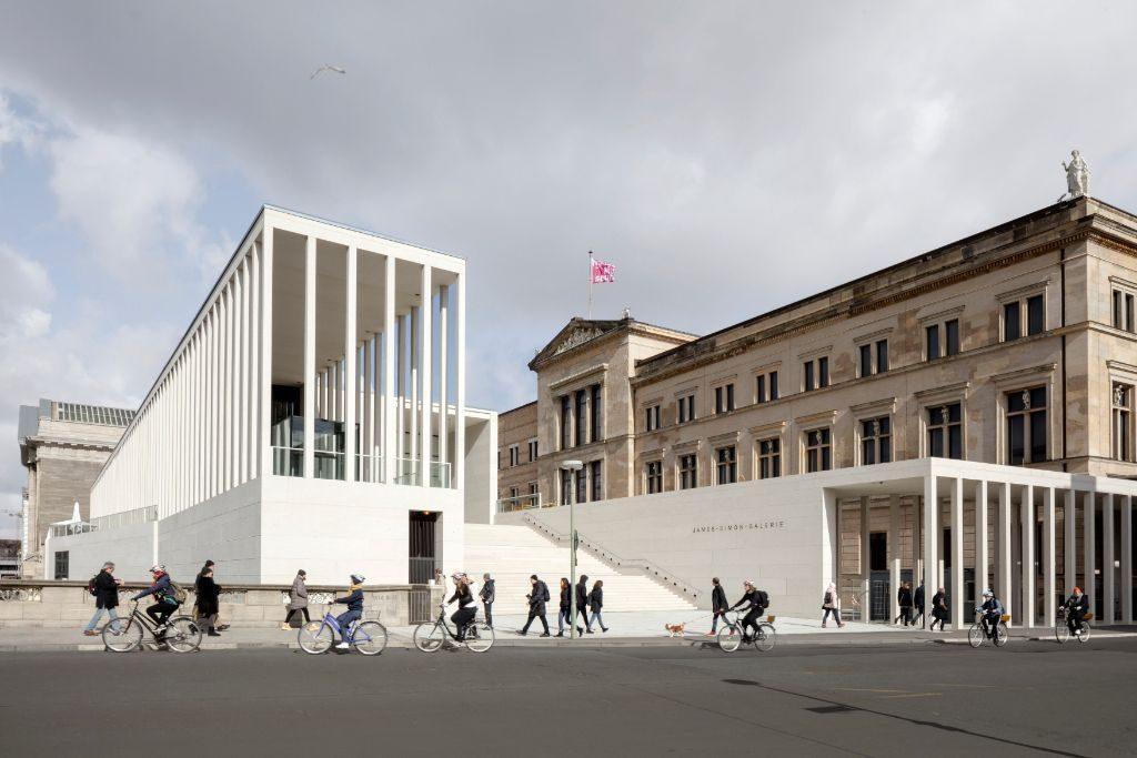 Beeindruckend: Das große Eingangsportal der James-Simon-Galerie.<br /> Foto: Ute Zscharnt/David Chipperfield Architects