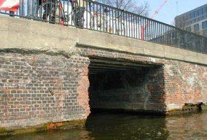 Brücke über die Panke am Schiffbauerdamm vor Beginn der Baumaßnahmen.