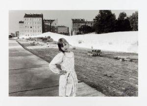 Ein Foto der Bernauer Straße von 1990 aus der Ausstellung im Martin-Gropius-Bau zur Berlin Art Week.