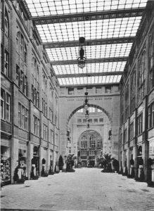 Die Passage mit Blick zur Oranienburger Straße. Foto: aus Zeitschrift für Bauwesen, 1909, Blatt 6