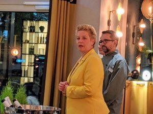 Gabriele Maessen, General Manager, Steigenberger Hotel Am Kanzleramt, eröffnet das Restaurant.