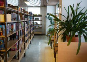 Das Russische Haus hat auch eine Bibliothek.