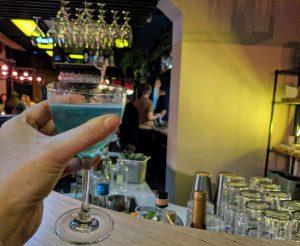 Ausgefallene Cocktails kreiert im Bonvivant Barchefin Yvonne Rahm.
