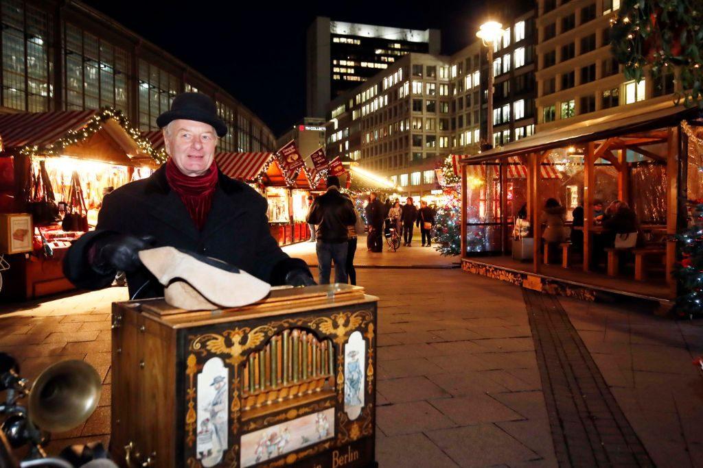 Weihnachtsmarkt am Dorothea-Schlegel-Platz in Berlin.