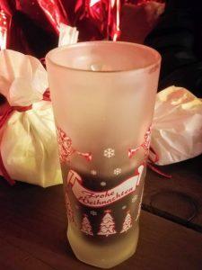 Glühwein und andere Leckereien gehören zum Weihnachtsmarkt dazu.