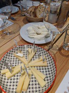 Qualitätsprodukte: Käse, Wein und Öle aus Italien.