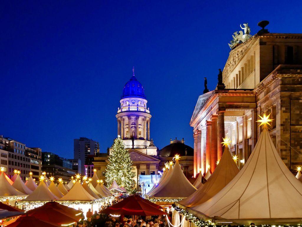 Einer der schönsten Weihnachtsmärkte ist auf dem Gendarmenmarkt.