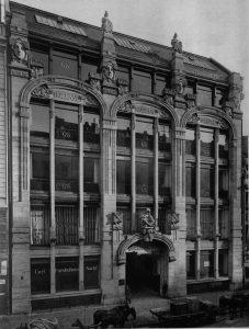 Prunkvoll verziert das ehemalige Kaufhaus Stern um 1902.