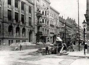 Bau der U-Bahn Verlängerungsstrecke vom Leipziger Platz bis zum Spittelmarkt 1907.