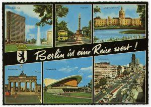 West-Berliner Postkarte um 1970 mit Sehenswürdigkeiten und Mauer.