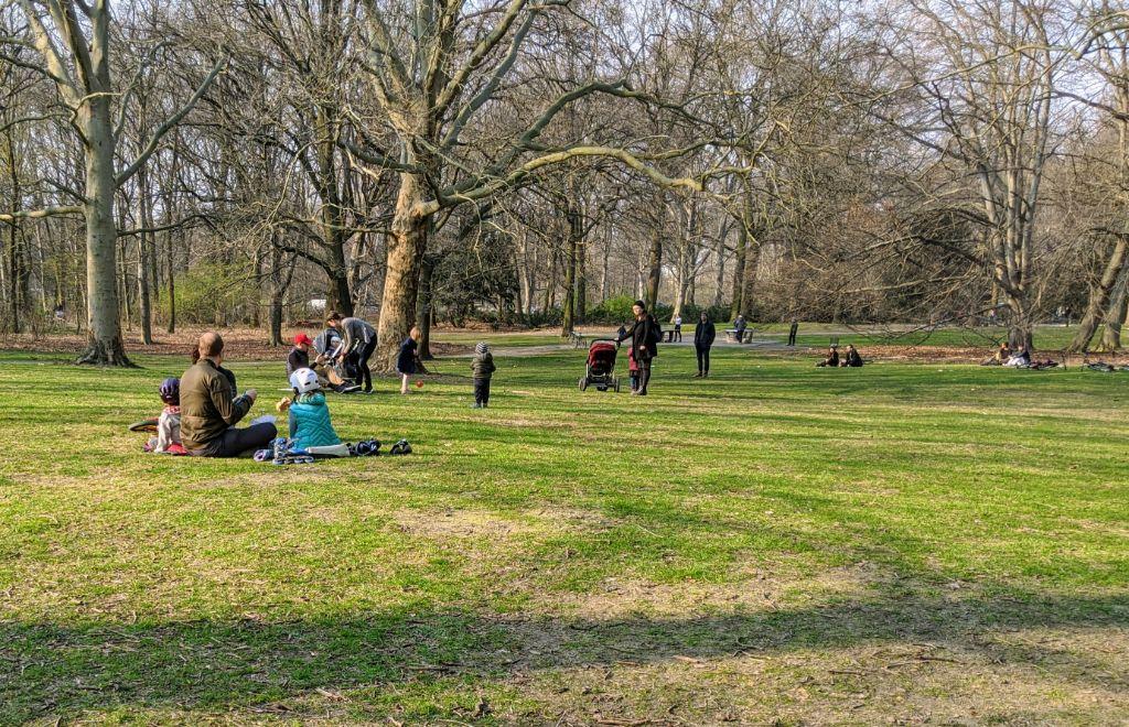 Ein Parkdienst sorgt auch in diesem Jahr in den Grünanlagen in Mitte für Ordnung und Sauberkeit.
