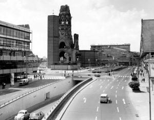 Stadtgeschichte erzählt auch der Autotunnel am Breitscheidplatz, Charlottenburg 1965 © Museum Charlottenburg-Wilmersdorf, Archiv