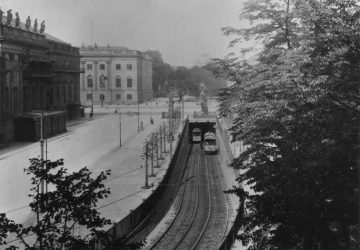 Sieben Jahre unterquerte die Straßenbahn die Strecke Unter den Linden.