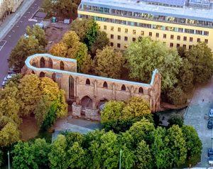 An der Klosterruine starten die Spaziergänge durch das Mittelalter.