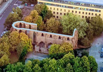 In der Klosterruine findet eine Ausstellung statt.