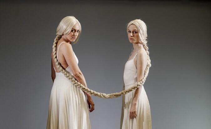 Franziska Machens und Julia Windischbauer in Maria Stuart