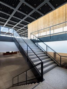 Die Neue Nationalgalerie lädt kurz vor der Wiedereröffnung zur Besichtigung ein.