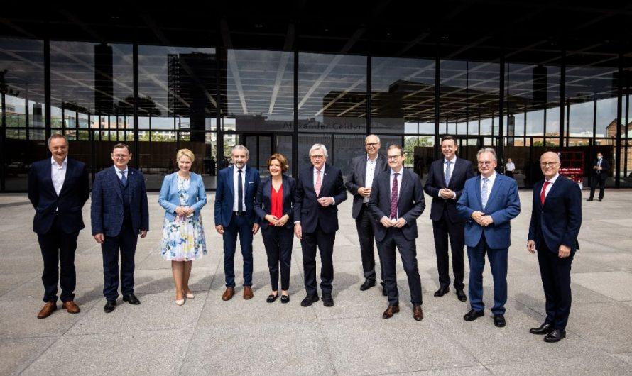 Ministerpräsidenten in Neuer Nationalgalerie