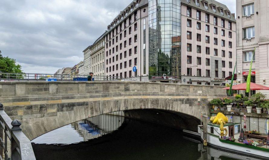 Roßstraßenbrücke an der Fischerinsel wieder frei