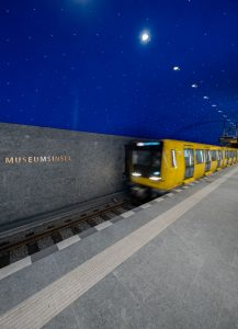 Tausende Sterne funkeln am Himmel des neuen U-5-Bahnhofs Museumsinsel.