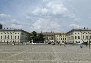Auf dem Bebelplatz findet die Opernübertragung statt.