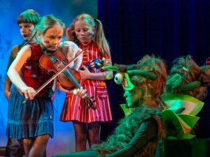 Das Kinderopernhaus Unter den Linden feiert Premiere.